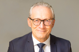 Herr Dr. iur. Franz Michael Schmitt